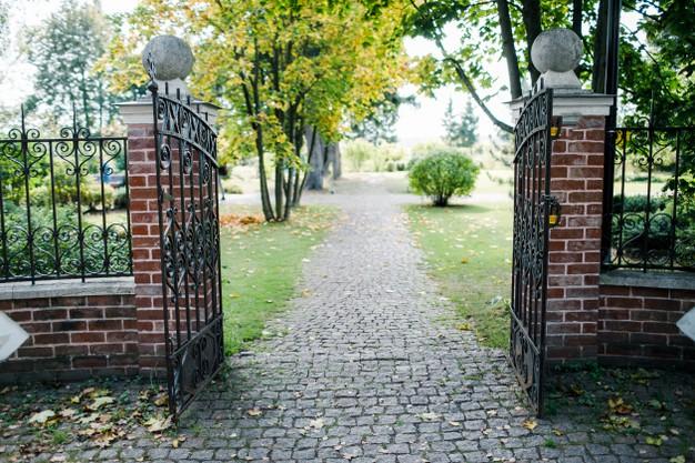 7 Reasons to Install Driveway Gates